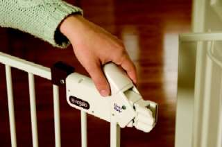 Regalo 1160 Easy Step Walk Thru Gate Baby Dog Pet White
