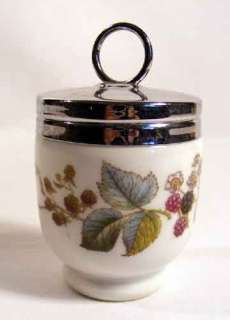 ROYAL WORCESTER PORCELAIN BERRIES & LEAVES design EGG CUP & LID on