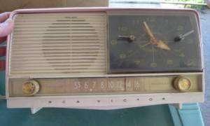 1956 RCA Victor Tube Clock Radio Alarm Pink 8 C 7FE