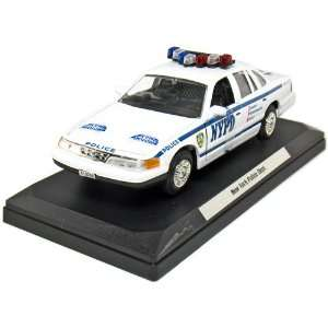 1998 Ford Crown Victoria 1/24 Scale NYPD: Toys & Games